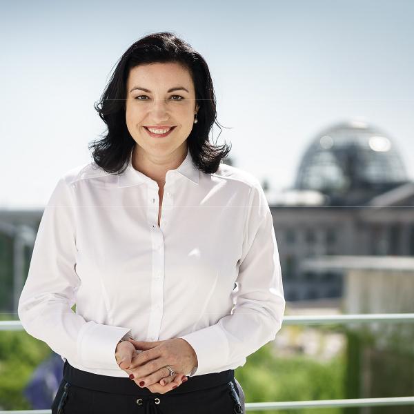 Portraitfoto von Staatsministerin Dorothee Bär MdB