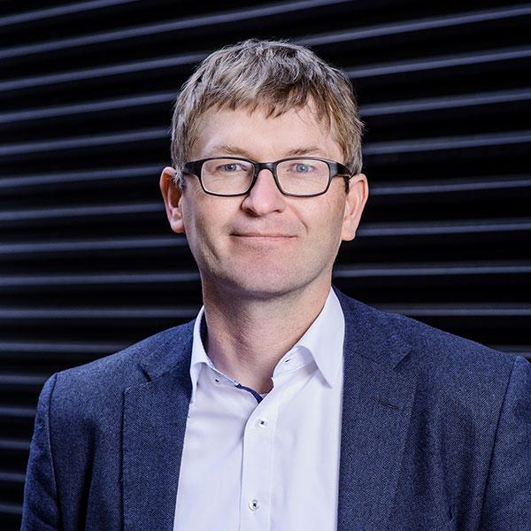 Portraitfoto von Helmut Schönenberger