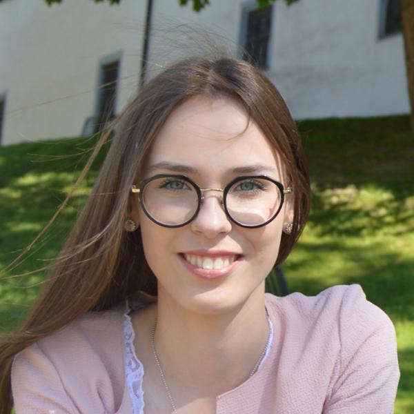 Portraitfoto von Annemarie Jung
