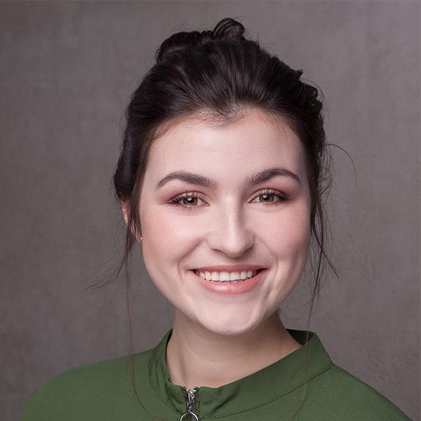 Portraitfoto von Julia Schuster