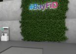 Virtuelles BayFiD Logo auf eine Wand projiziert